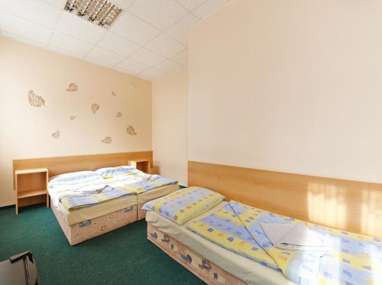 Třílůžkový pokoj s manželskou postelí