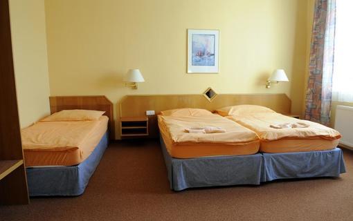 Wellness Penzion Zlobice a Apartmány Kroměříž Ložnice č. 1 ( 3 postele)