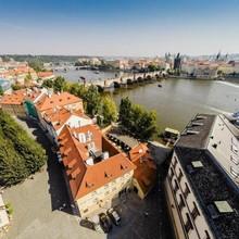 ARCHIBALD AT THE CHARLES BRIDGE Praha 1121018362