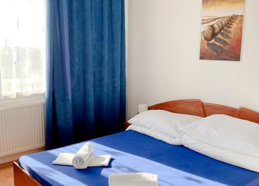 Hotel-Nostalgia-2