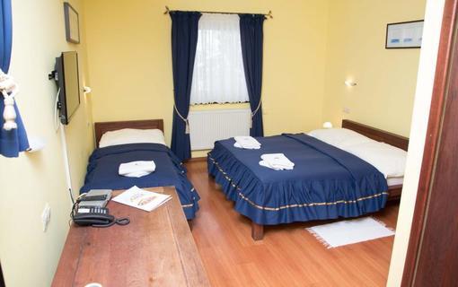 Hotel Amalia trojposteľová izba štandard