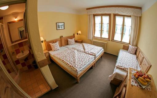 Alpský hotel+ třílůžkový pokoj