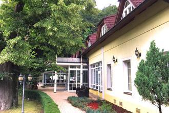 Trenčianske Teplice-PARKHOTEL na Baračke