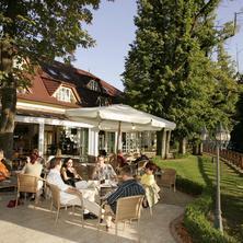PARKHOTEL  na Baračke-Trenčianske Teplice-pobyt-Jako za mlada - pobyt pro seniory