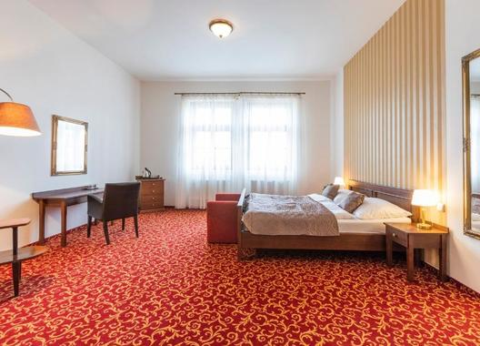 Hotel-a-hostel-U-Zlatého-kohouta-13