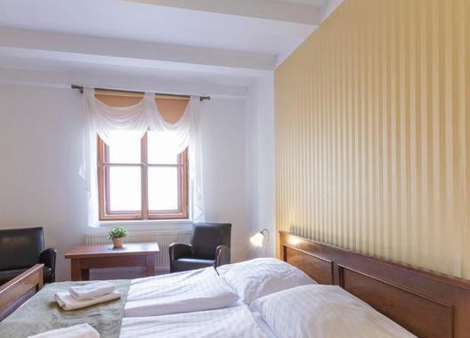 Hotel-a-hostel-U-Zlatého-kohouta-17