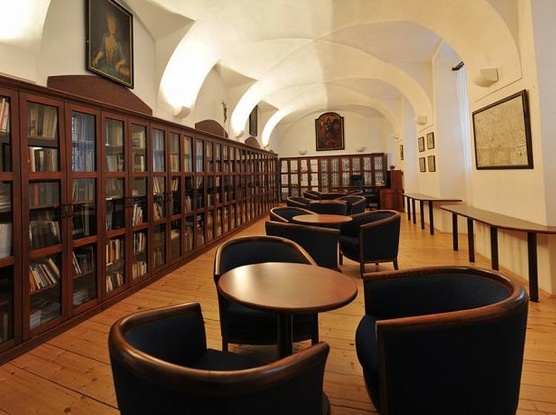 Klášter Hejnice - vzdělávací, konferenční a poutní dům Knihovna