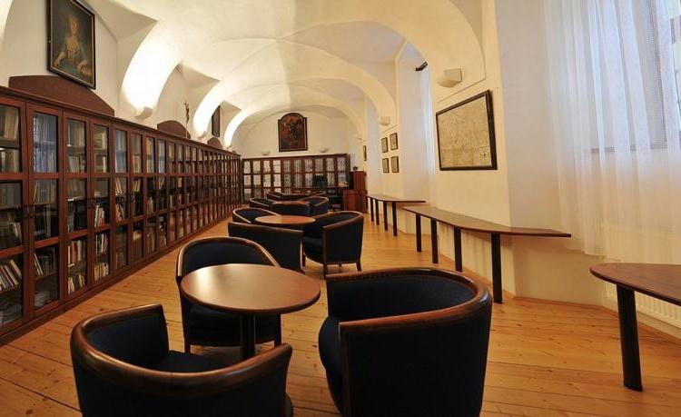 Klášter Hejnice - vzdělávací, konferenční a poutní dům Knihovna 2