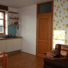 Horská apartmán Vyhlídka, Rejvíz, obývací pokoj s kuchyní a rozkládací sedačkou