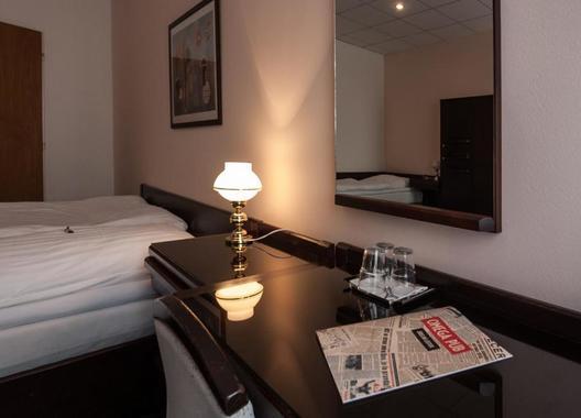 Hotel-Omega-13