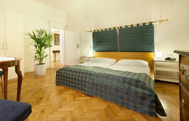 Dvouluzkovy pokoj (Double Room )