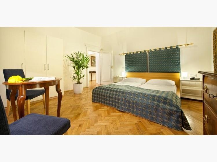 Dvouluzkovy pokoj ( Double Room )