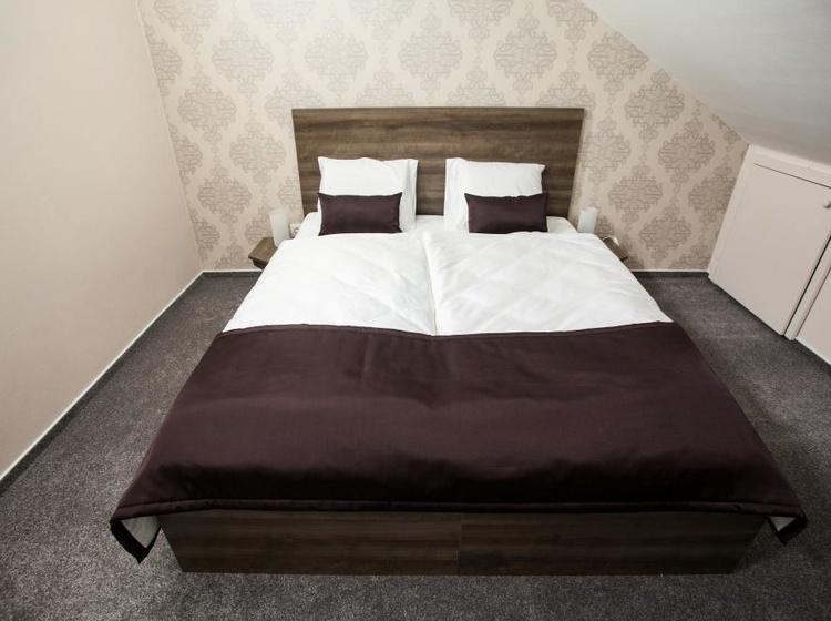 Manželská postel 1 pokoj