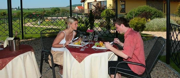 Hotel HAPPY STAR-Znojmo-pobyt-Balíček zážitků o víkendu