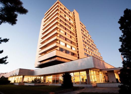 Hotel-Cascade-1
