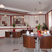 Hotel Ostrov Garni Sadská 46738180