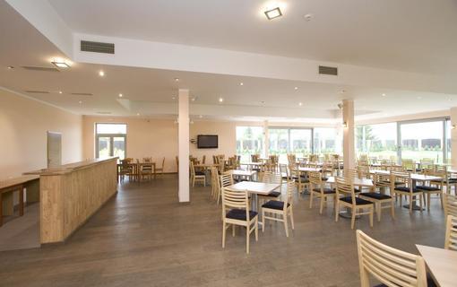 HOTEL AURA PRAHA design & garden wellness pool Snídaňová restaurace