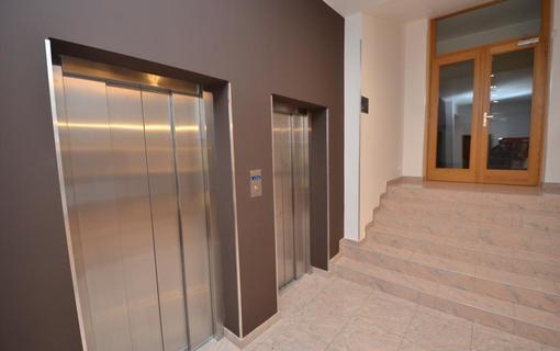 HOTEL AURA PRAHA design & garden wellness pool Interiér