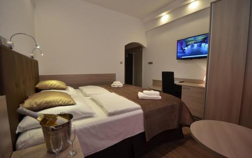 HOTEL AURA PRAHA design & garden wellness pool Pokoj