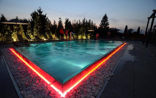 HOTEL AURA PRAHA design & garden wellness pool Swimming pool