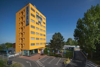 Praha-HOTEL AURA PRAHA design & garden wellness pool