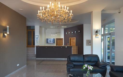 HOTEL AURA PRAHA design & garden wellness pool Recepce