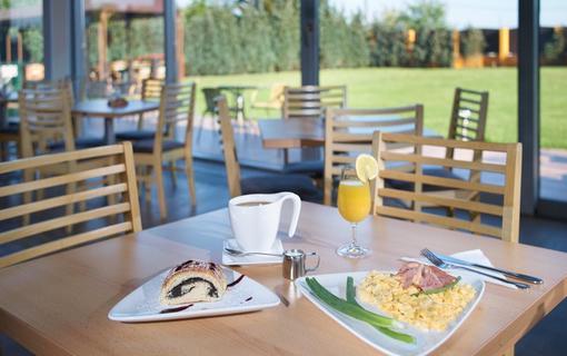 HOTEL AURA PRAHA design & garden wellness pool Our breakfast