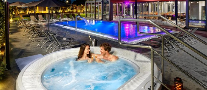 HOTEL AURA PRAHA design & garden wellness pool Praha