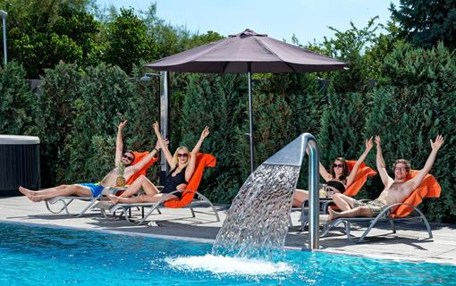 HOTEL AURA PRAHA design & garden wellness pool Bazén