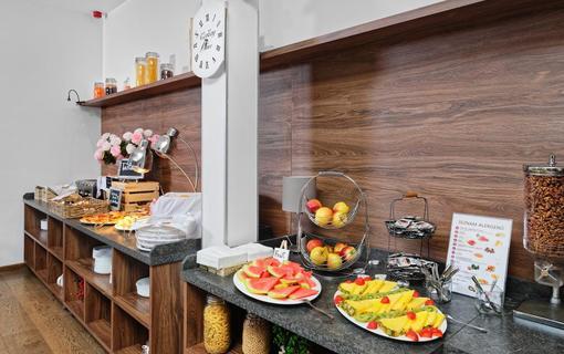HOTEL AURA PRAHA design & garden wellness pool Snídaně
