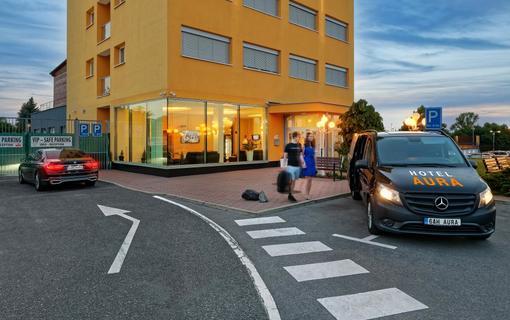 HOTEL AURA PRAHA design & garden wellness pool Transfer