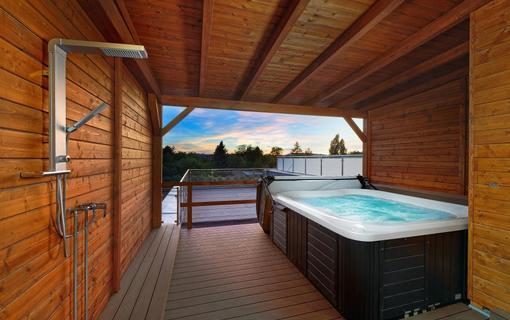 HOTEL AURA PRAHA design & garden wellness pool Private Jacuzzi