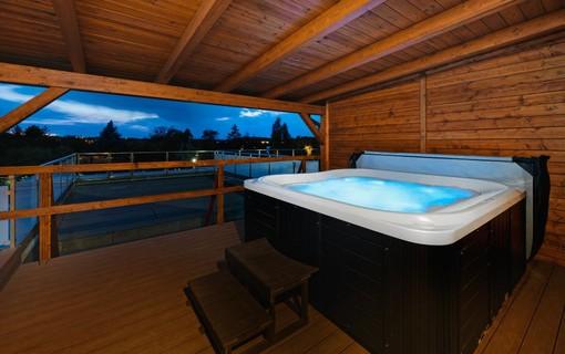 Luxusní pobyt s vířivkou na privátní terase-HOTEL AURA PRAHA design & garden wellness pool 1154287777