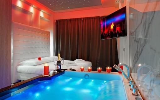Luxusní pobyt s vířivkou na privátní terase-HOTEL AURA PRAHA design & garden wellness pool 1154287773
