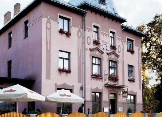 Hotel-Grand-1