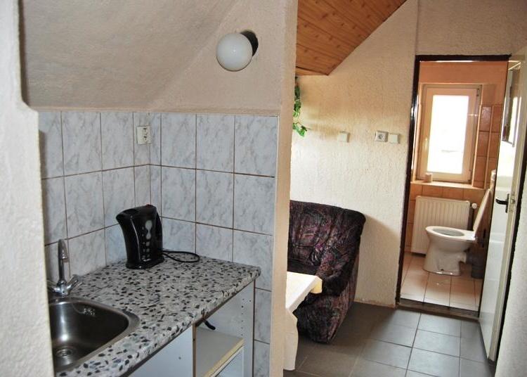 Zázemí s koupelnou