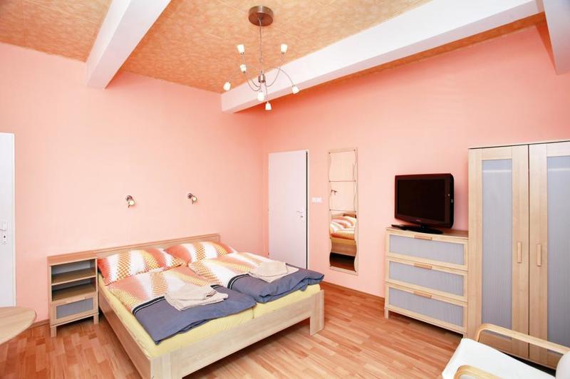 Manželská postel pokoj č.1