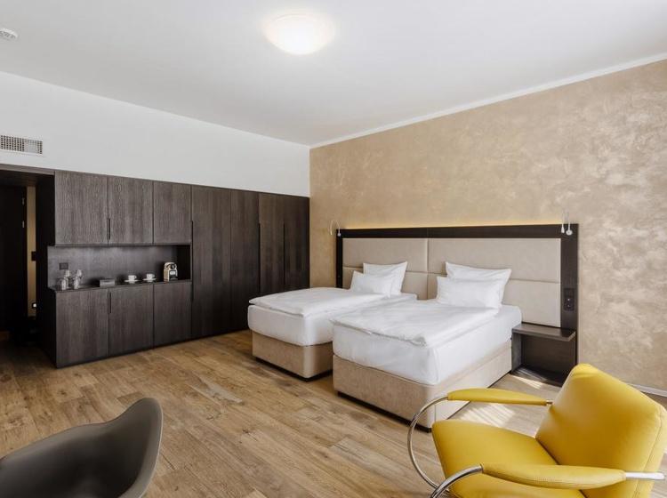 Velký dvoulůžkový pokoj s oddělenými postelemi