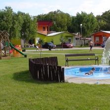 Chatová osada Family Resort -Patince-pobyt-Letní dovolená 7=5