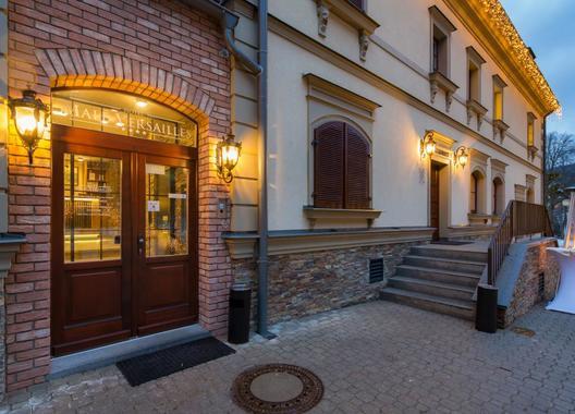 Male-Versailles-Hotel-&-Restaurant-3