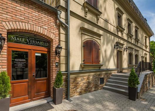 Male-Versailles-Hotel-&-Restaurant-11