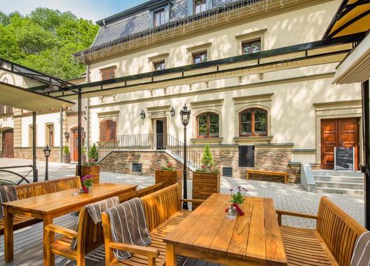 Male-Versailles-Hotel-&-Restaurant-10