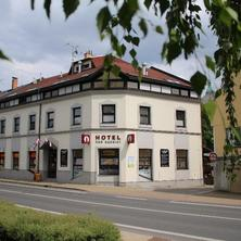 Kavárna a Hotel Pod radnicí