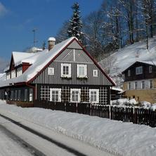 Zima Pension 21 Vrchlabí příjezd od hlavní silnice z centra Vrchlabí - Vrchlabí