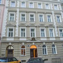 Gregory House Praha 47176840