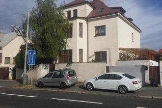 Apartmán nedaleko přírody a Pražského hradu Praha