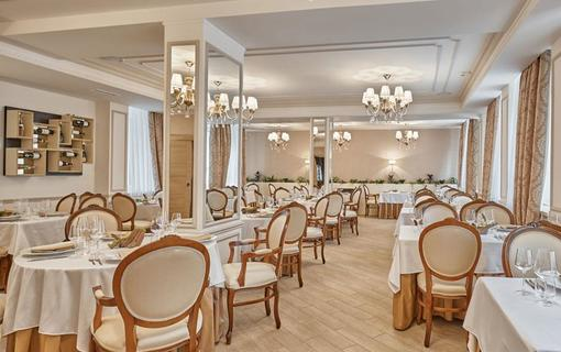 Honour and Grace Hotel Restaurace Royal Leaf