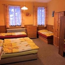 Šestilůžkový pokoj se společným sociálním zařízením - Smržovka