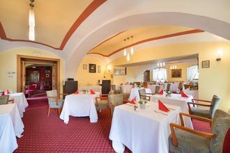 Maxmilian Lifestyle Resort Loučeň 37902686