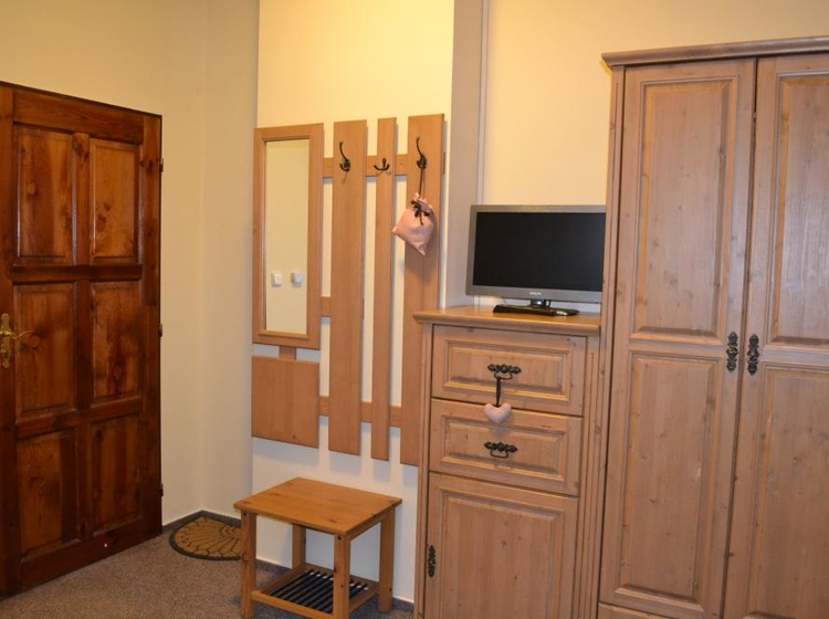 úložné prostory v pokoji č.2